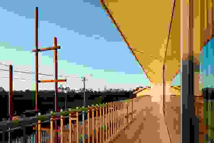 Balcones y terrazas modernos de Nelson Resende, Arquitecto Moderno