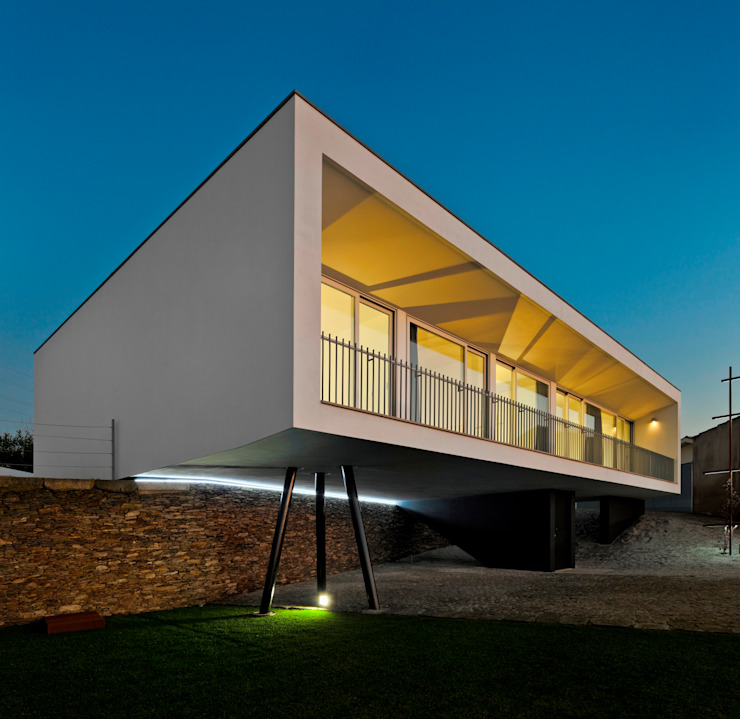 Modern houses by Nelson Resende, Arquitecto Modern