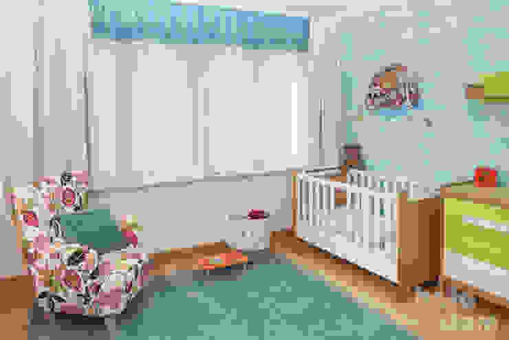 Dormitorios infantiles modernos: de HOLADOM Ewa Korolczuk Studio Architektury i Wnętrz Moderno