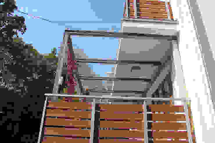 Elewacja domu jednorodzinnego (modernizacja) Nowoczesne domy od HOLADOM Ewa Korolczuk Studio Architektury i Wnętrz Nowoczesny