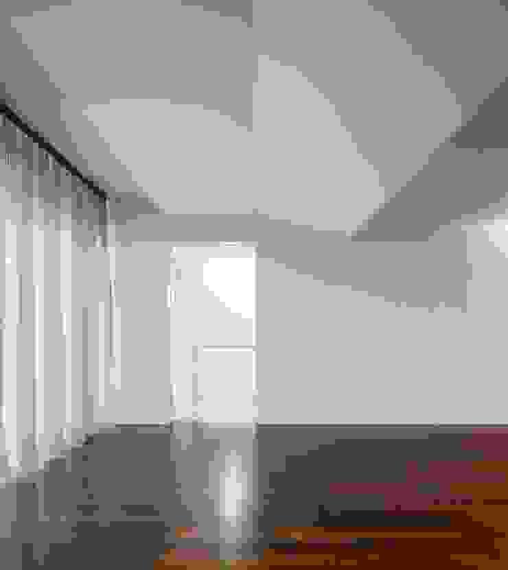 Casa em Souto Salas de estar modernas por Nelson Resende, Arquitecto Moderno