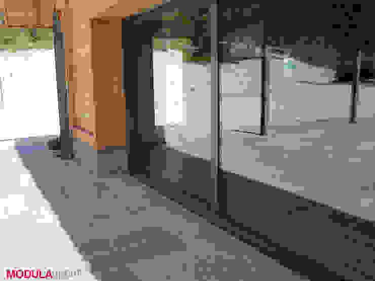 Puertas y ventanas de estilo escandinavo de Modula Group Srl Escandinavo Aluminio/Cinc