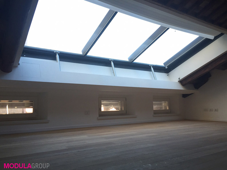 Modern windows & doors by Modula Group Srl Modern Aluminium/Zinc