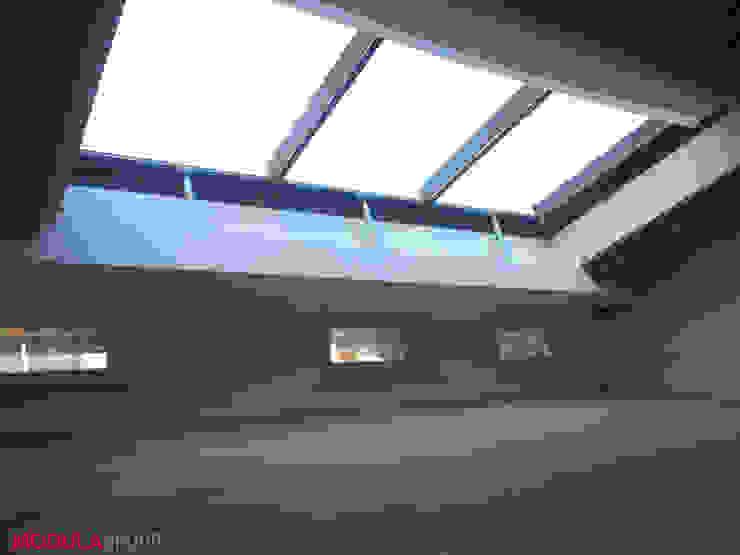 Puertas y ventanas modernas de Modula Group Srl Moderno Aluminio/Cinc