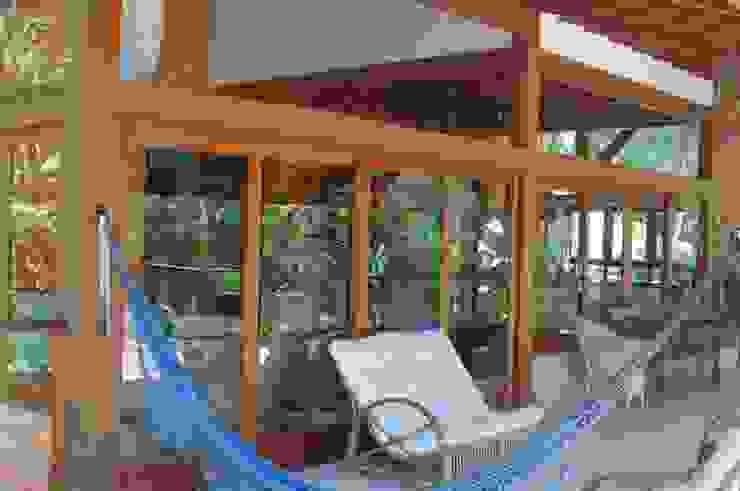 Casa no Condomínio Pedra Verde - Ubatuba Casas tropicais por Viggiani Arqitetura Tropical