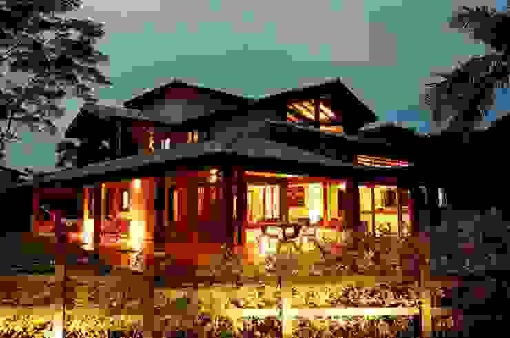 Casa no Condomínio Pedra Verde - Ubatuba Casas rústicas por Viggiani Arqitetura Rústico