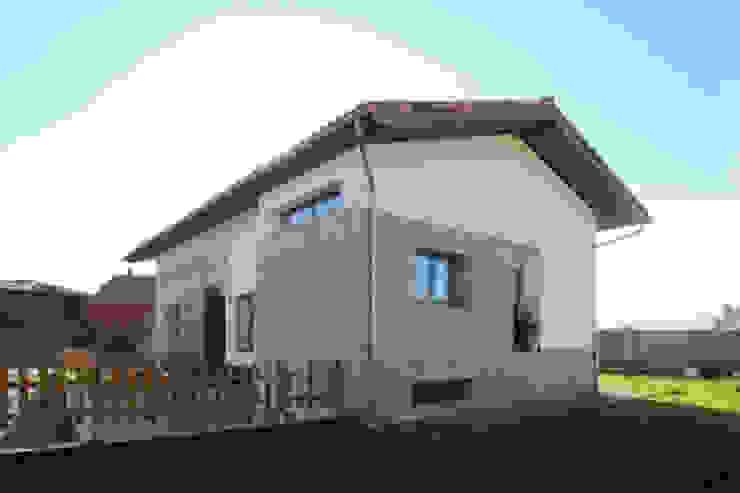 Casas de estilo  por R. Borja Alvarez. Arquitecto
