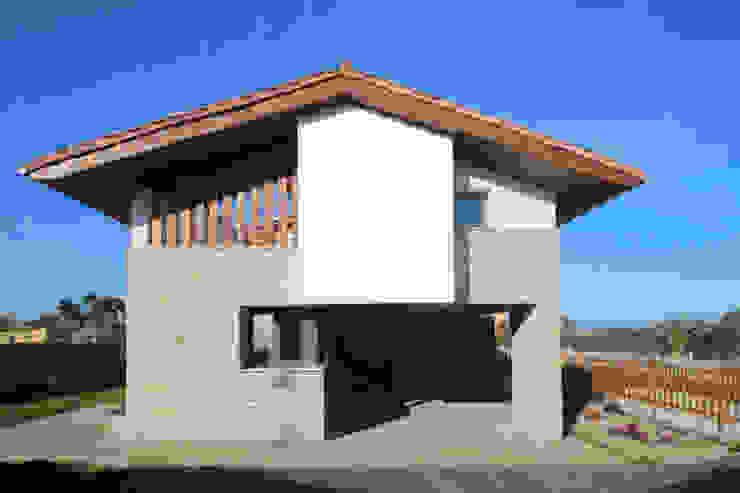 Rustic style houses by R. Borja Alvarez. Arquitecto Rustic