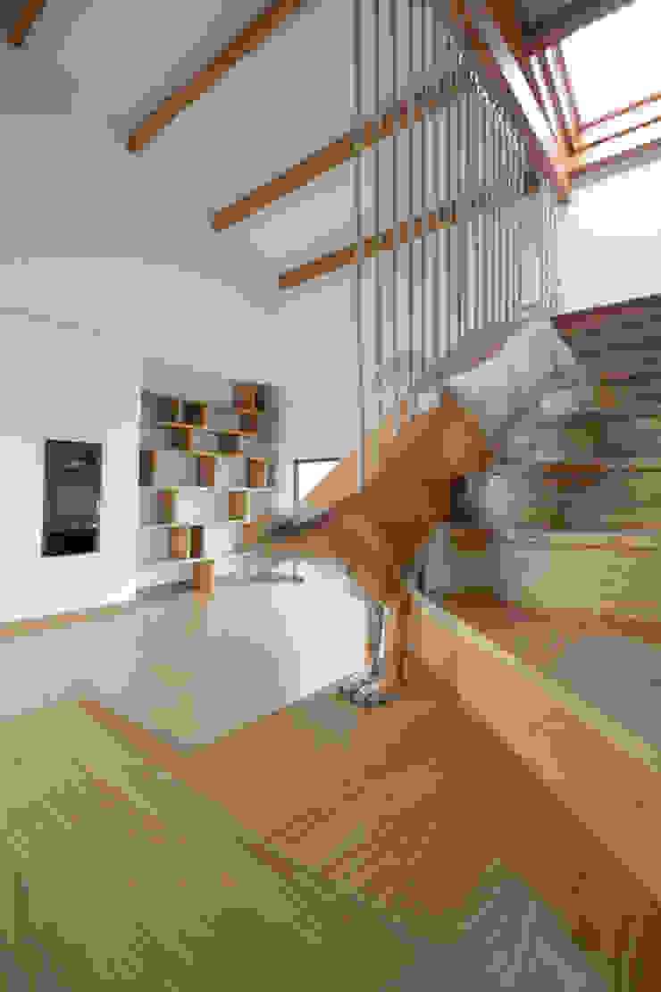 Rustic style living room by R. Borja Alvarez. Arquitecto Rustic