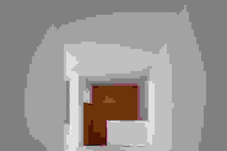The O HouseBom Sucesso, Design Resort, Leisure & Golf, Óbidos Minimalist corridor, hallway & stairs by Atelier dos Remédios Minimalist