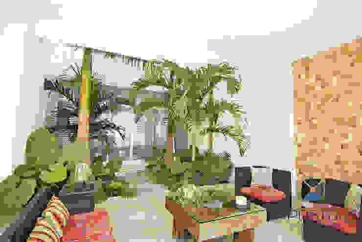 Jardines de estilo ecléctico de PORTO Arquitectura + Diseño de Interiores Ecléctico