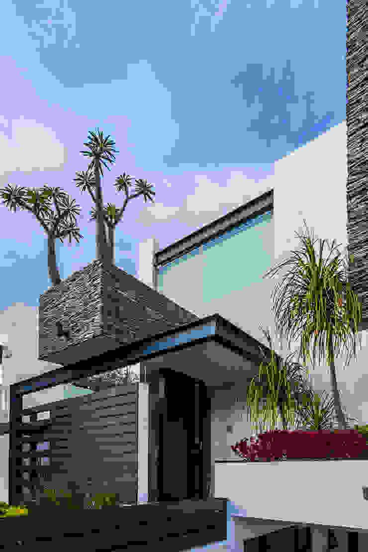 Modern houses by aaestudio Modern