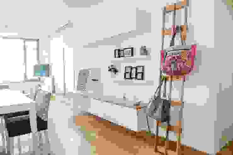 Salas / recibidores de estilo  por Trua arqruitectura