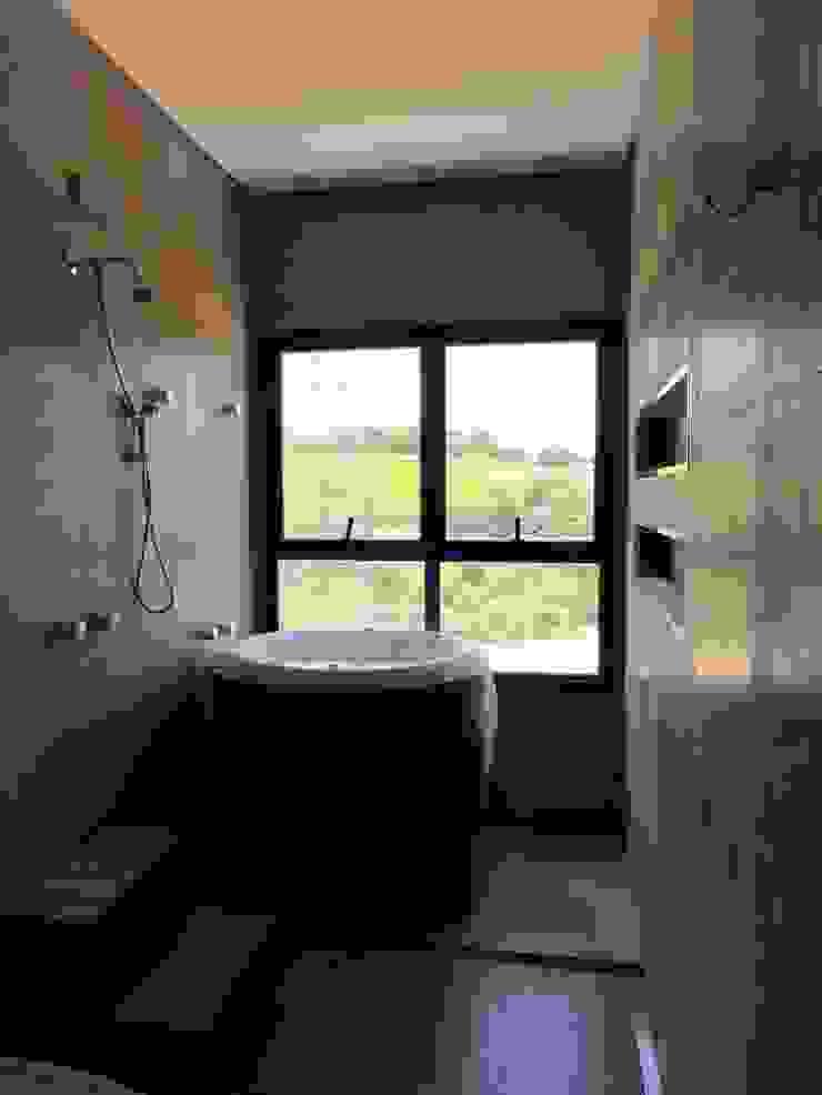 Projeto Residencial Contemporâneo Banheiros minimalistas por Gloria Cabo Arquitetura Minimalista Concreto