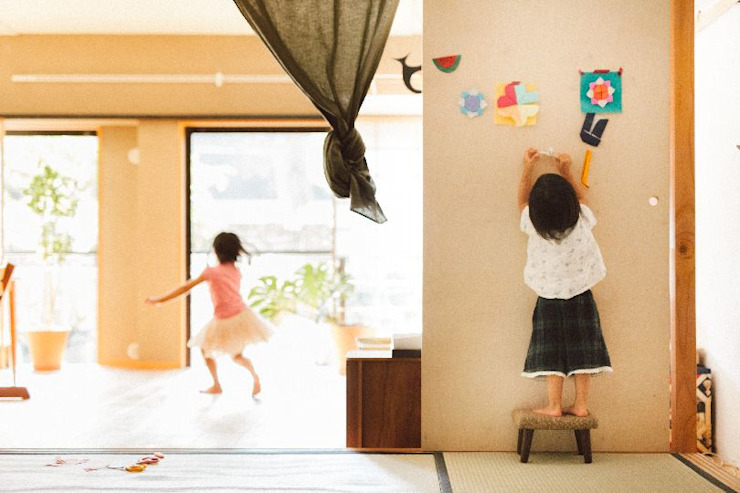 Chambre minimaliste par すまい研究室 一級建築士事務所 Minimaliste