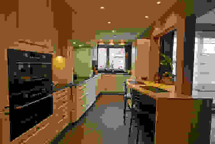 Restyling van een keuken naar de landelijke stijl Landelijke keukens van Sfeerontwerp Landelijk