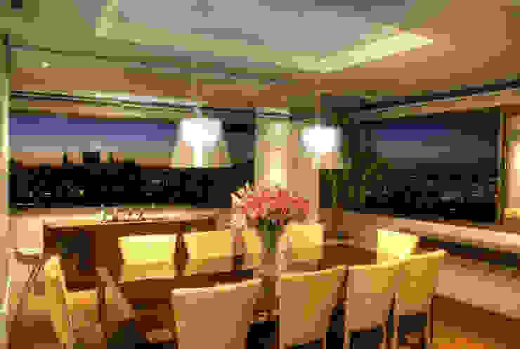 PROJ. ARQ. KARIN MORAES Salas de jantar modernas por BRAESCHER FOTOGRAFIA Moderno