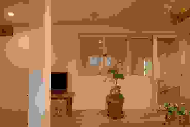 居間のくつろぎ空間その3 株式会社TERRAデザイン カントリーデザインの リビング 木 白色