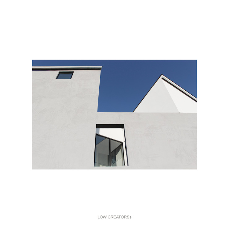 Modern houses by LOW CREATORs Modern