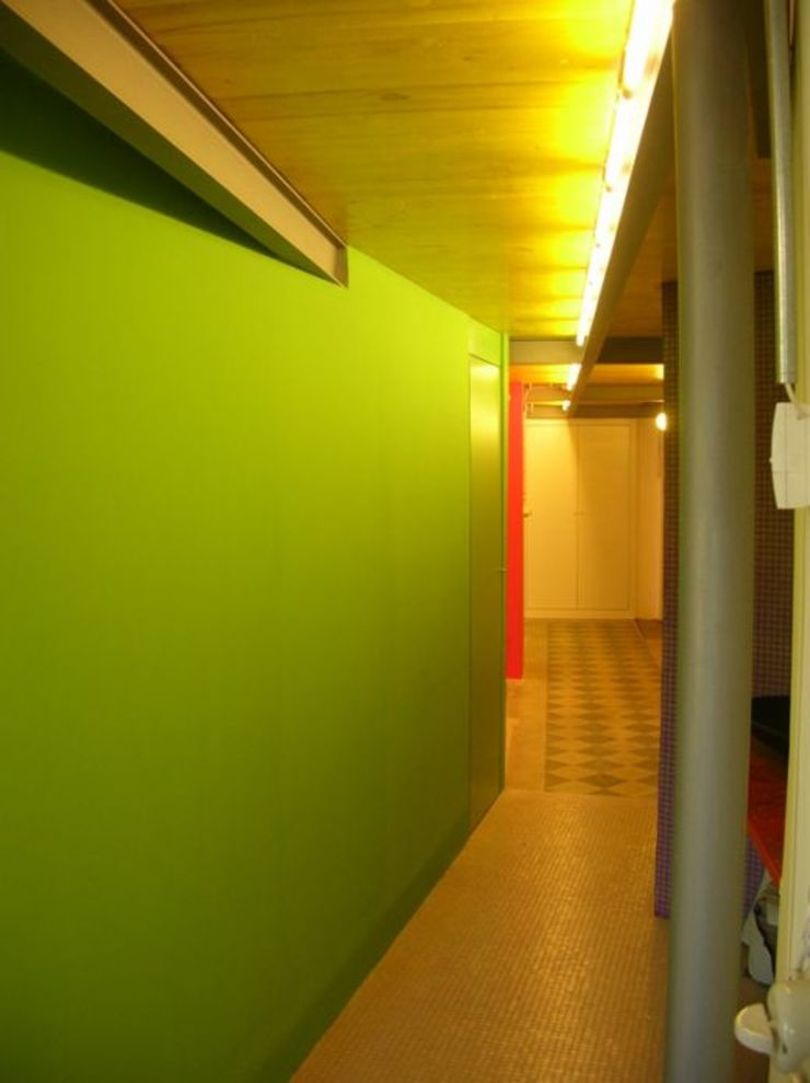 Di Origine Progettuale DOParchitetti Moderner Flur, Diele & Treppenhaus Grün
