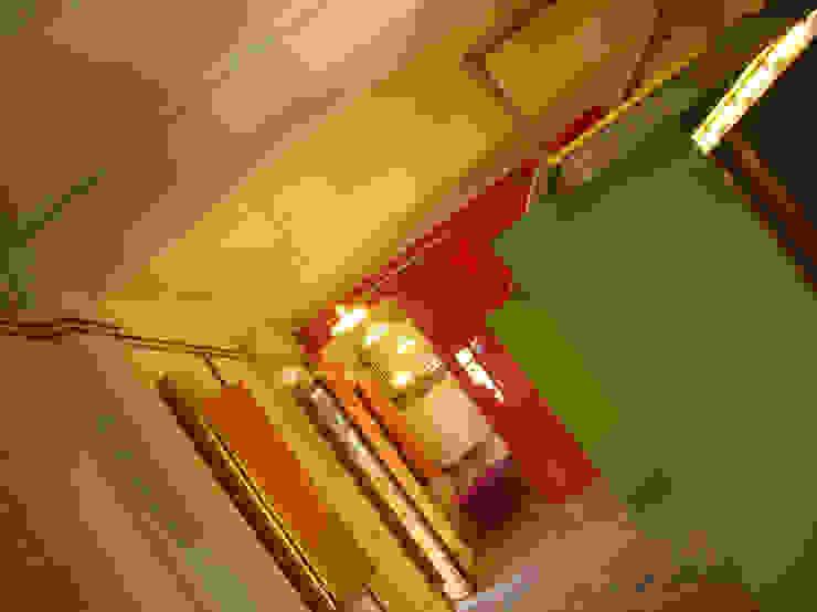 Di Origine Progettuale DOParchitetti Moderne Wohnzimmer Mehrfarbig