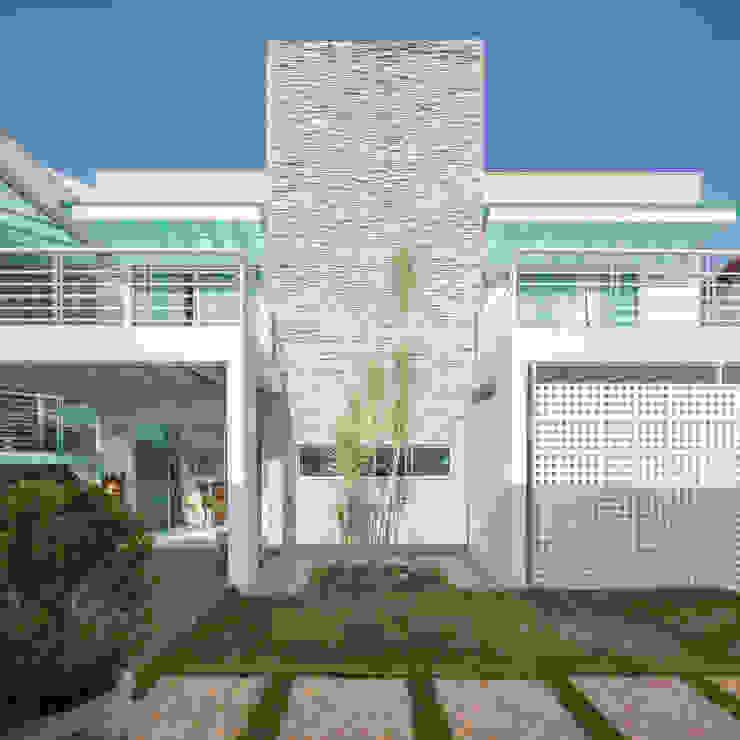 Residência Ville Casas minimalistas por JERAU Projetos Sustentáveis Minimalista