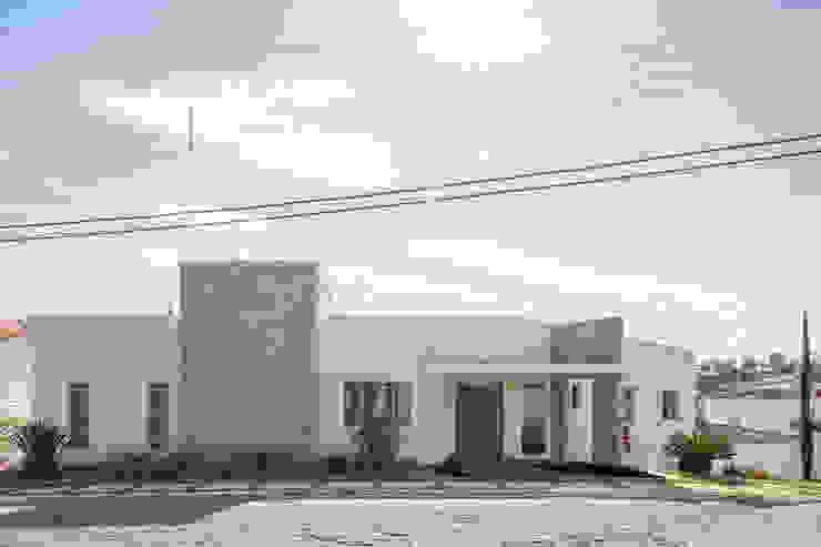 Residência Ville Casas minimalistas por JERAU Projetos Sustentáveis Minimalista Pedra Calcária