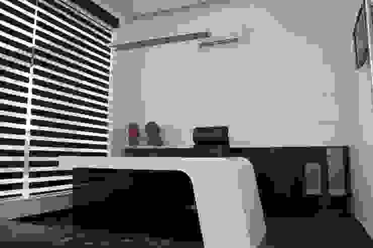 Hotel The Grand Daksh Modern study/office by RUST the design studio Modern
