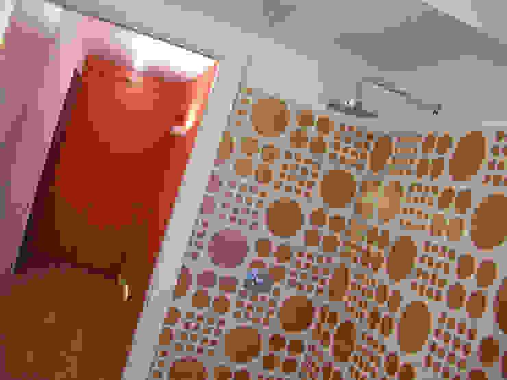 Di Origine Progettuale DOParchitetti Moderne Badezimmer Mehrfarbig