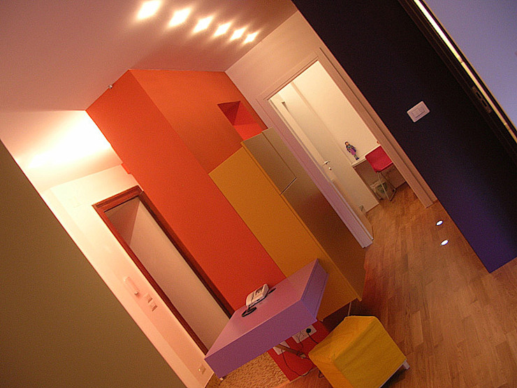 Di Origine Progettuale DOParchitetti Moderner Flur, Diele & Treppenhaus Mehrfarbig