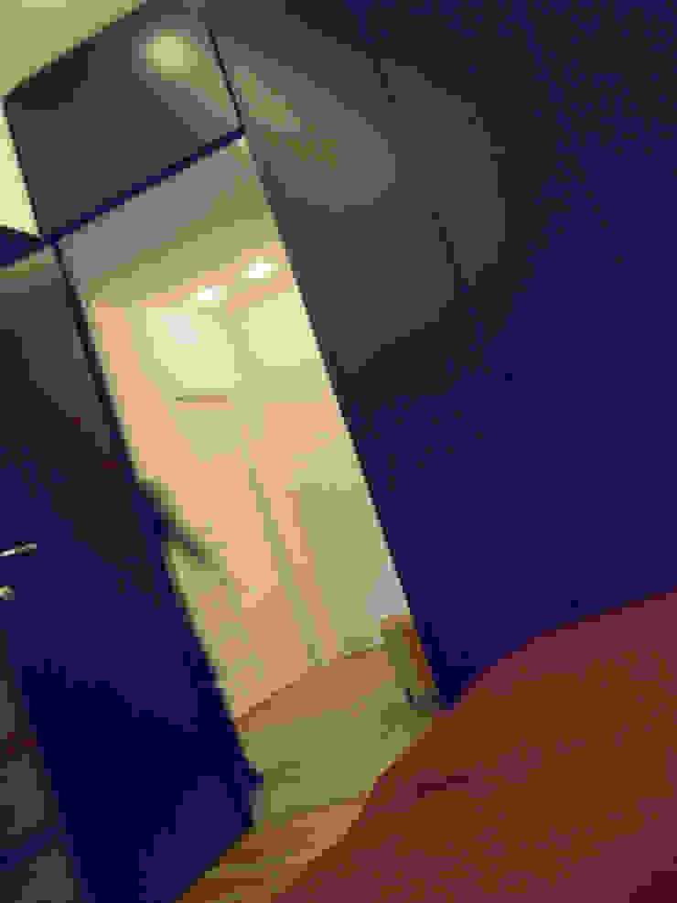 Di Origine Progettuale DOParchitetti Moderne Schlafzimmer Lila/Violett