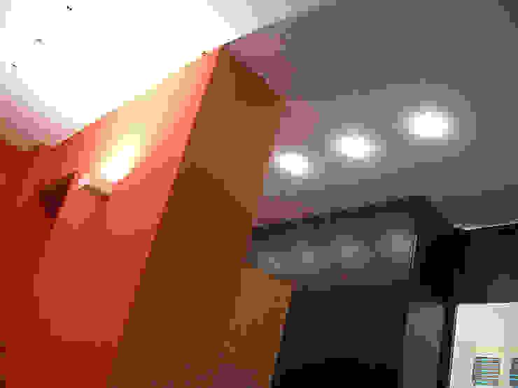 Di Origine Progettuale DOParchitetti Moderne Wände & Böden Mehrfarbig