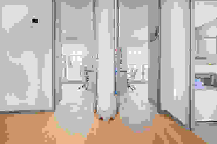 Colonial style corridor, hallway& stairs by Tarimas de Autor Colonial Wood Wood effect