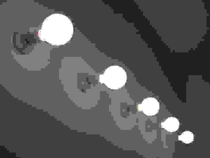 Paredes y pisos de estilo moderno de Di Origine Progettuale DOParchitetti Moderno