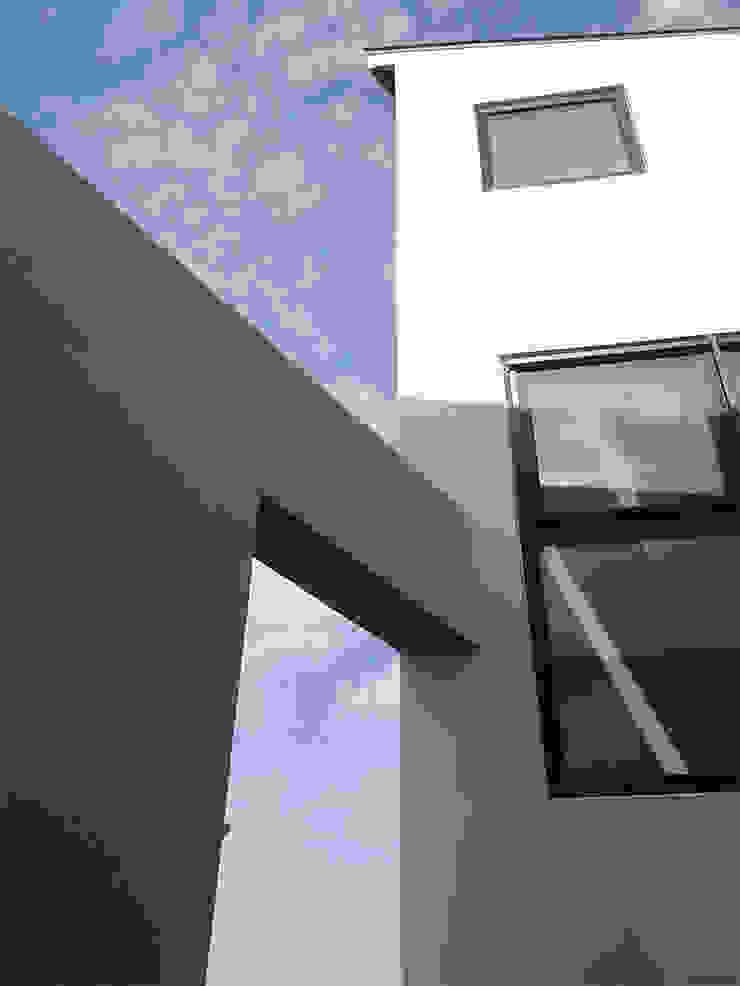 Casas modernas: Ideas, imágenes y decoración de LOW CREATORs Moderno