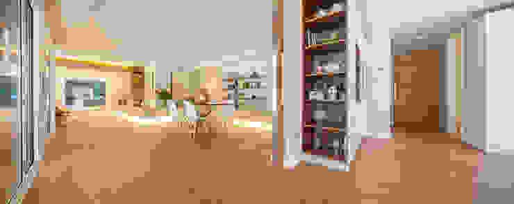 Pasillos y vestíbulos de estilo  por Tarimas de Autor, Moderno Madera Acabado en madera