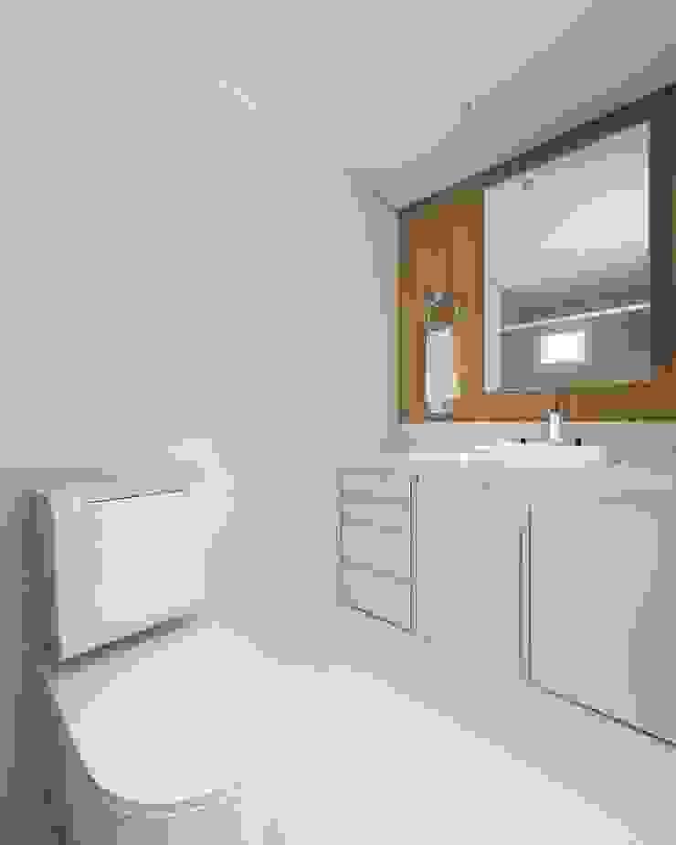 Apartamento (1) em Blumenau – SC – Brasil Banheiros modernos por Modulo2 Arquitetos Associados. Moderno MDF