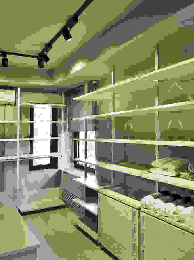 Giyinme Odası 2 Modern Giyinme Odası MONOBLOK DESIGN & INTERIORS Modern