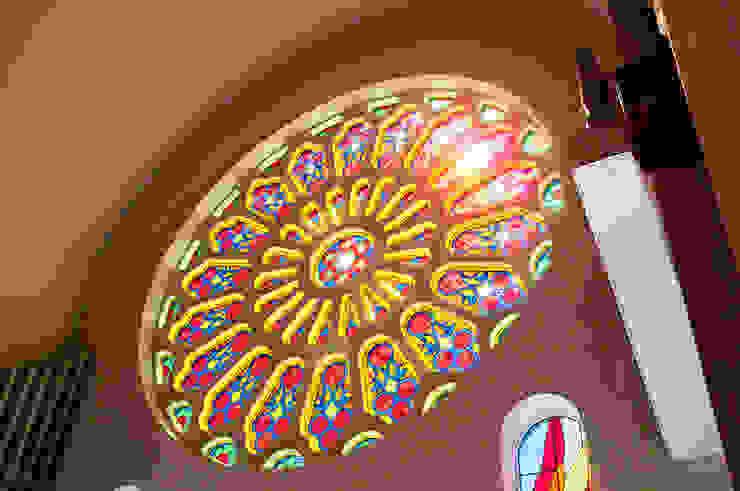 バラ窓 クラシカルなイベント会場 の マルグラスデザインスタジオ クラシック ガラス