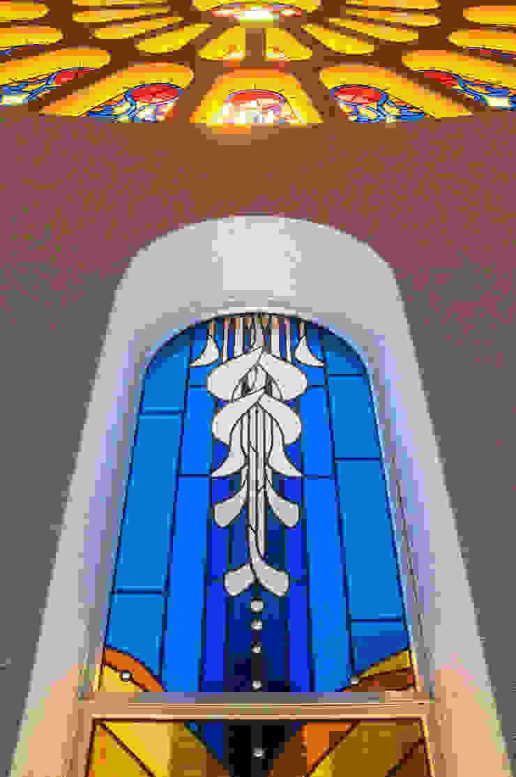 上部のアップ クラシカルなイベント会場 の マルグラスデザインスタジオ クラシック ガラス