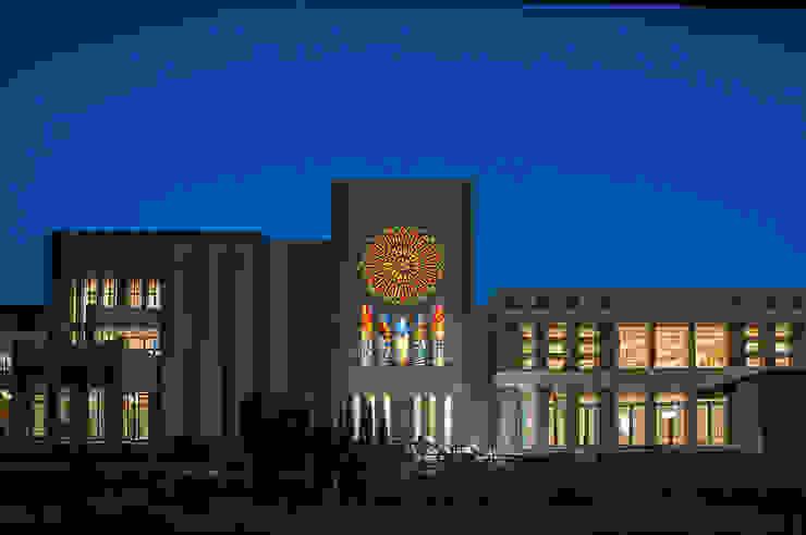 夜の外観 正面 クラシカルなイベント会場 の マルグラスデザインスタジオ クラシック ガラス