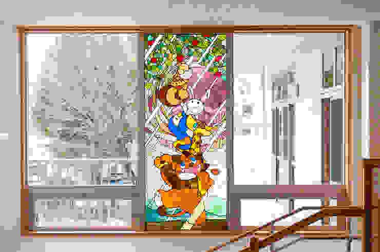 ステンドグラス正面全景 オリジナルな学校 の マルグラスデザインスタジオ オリジナル ガラス