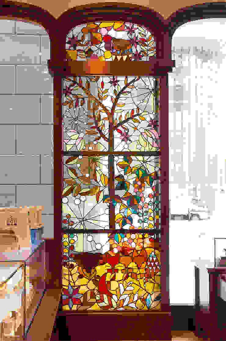 秋のイメージのステンドグラス オリジナルな商業空間 の マルグラスデザインスタジオ オリジナル ガラス