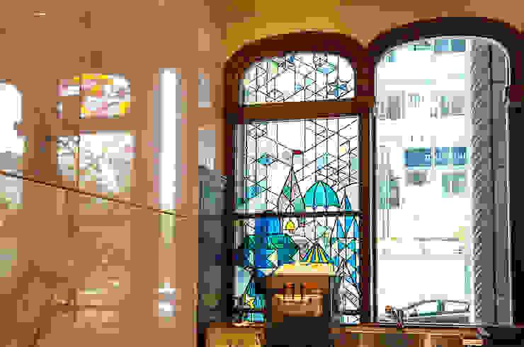 冬のステンドグラス オリジナルな商業空間 の マルグラスデザインスタジオ オリジナル ガラス