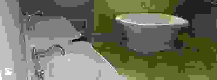 Ściana i posadzka w kamieniu trawertyn 'Ivory' Śródziemnomorska łazienka od Stone Mason I Sp. z o.o. Śródziemnomorski Kamień