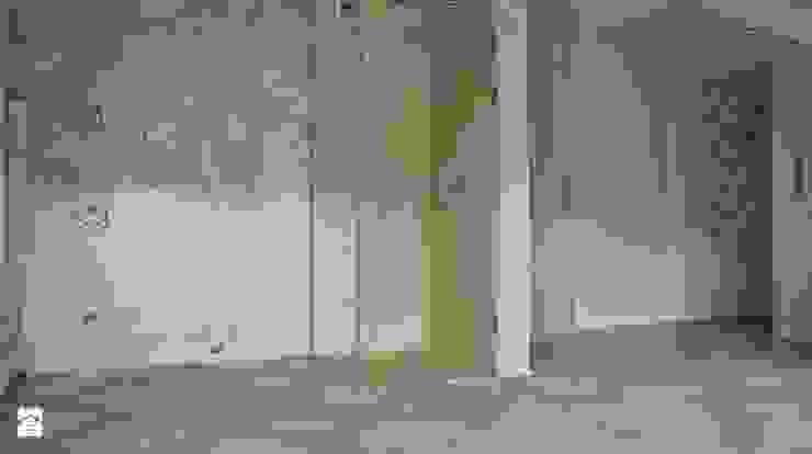 Kabina prysznicowa, posadzka oraz brodzik w kamieniu trawertyn 'Ivory Śródziemnomorska łazienka od Stone Mason I Sp. z o.o. Śródziemnomorski Kamień