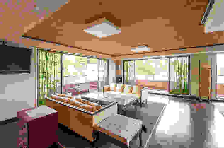 対角からの全景: マルグラスデザインスタジオが手掛けたアジア人です。,和風 ガラス