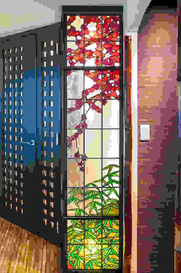 側面より紅葉 和風デザインの リビング の マルグラスデザインスタジオ 和風 ガラス