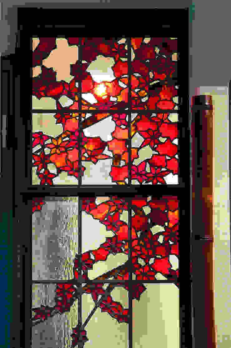 紅葉 和風デザインの リビング の マルグラスデザインスタジオ 和風 ガラス
