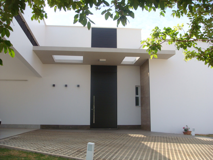 Rumah Modern Oleh JERAU Projetos Sustentáveis Modern Aluminium/Seng